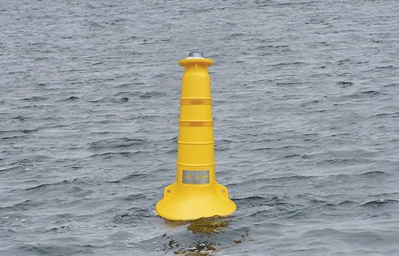Marine navigational buoy